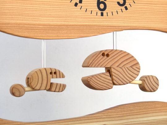 木製の掛け時計・置き時計・からくり時計など贈り物に人気の手作り時計 |キコリ時計工房(Kicori)【本店】|さかなの親子の時計